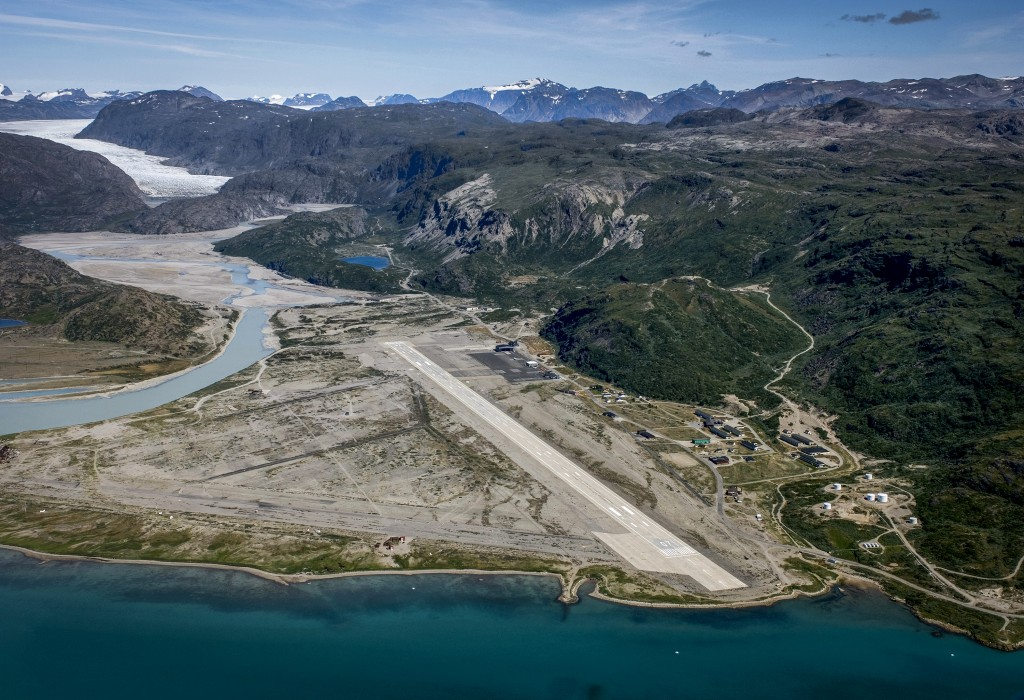 how to fly from new york to greenland
